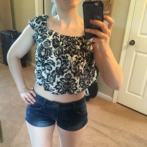 Forever 21 Tops - ✨3 for $15✨Forever 21 crop top